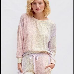 Sundry Rainbow Leopard Cozy Sweater S EUC u